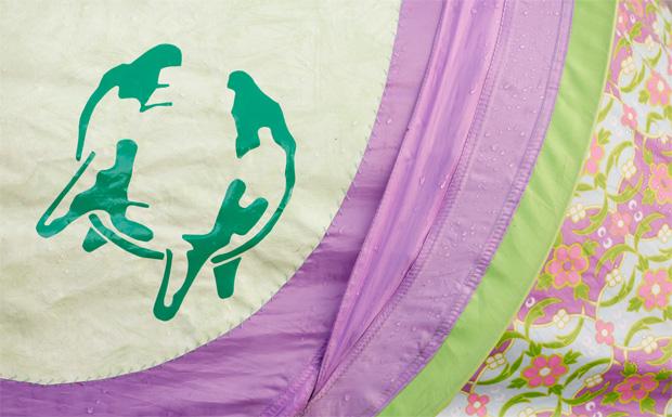 Das Immergut-Logo an einem Blümchenzelt