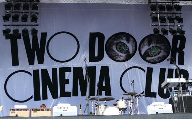 Willkommen beim Two Door Cinema Club.