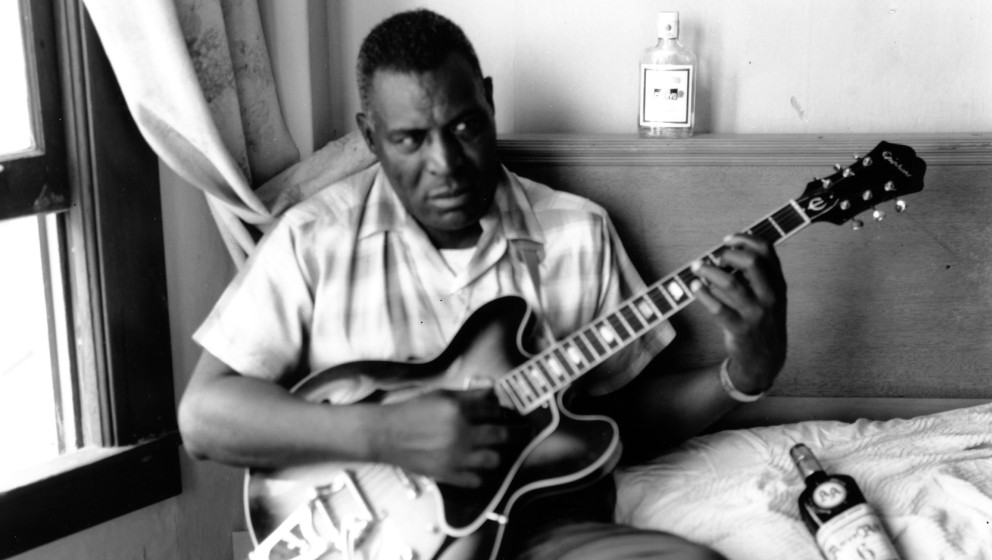 SAN FRANCISCO - JULY 1968: Blues musician Howlin' Wolf poses for a portrait in a hotel room holding a hollowbody electric gui