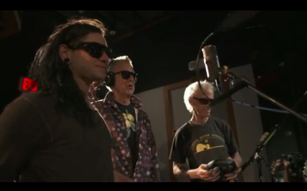 Skrillex und The Doors im Studio bei den Aufnahmen von 'Breakn'A Sweat'