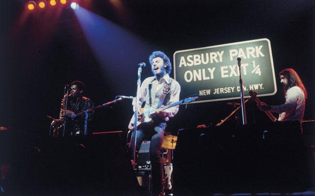 In Asbury Park wohnte Bruce Springsteen nachdem er bei seinen Eltern ausgezogen war Ende der 60er Jahre. Hier zu sehen bei ei