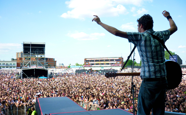 A Year In The Life Of The Frank Turner Touring Family