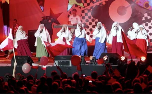 Jarzebina singen mit 'Ko, ko, Euro spoko' den offiziell polnischen EM-Hit