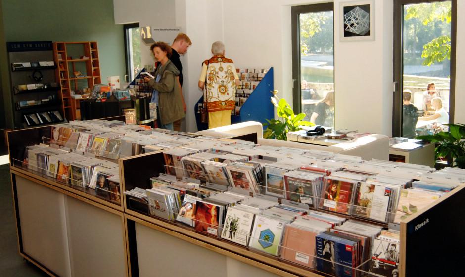 Wie jede Woche reisen wir in unserer Albenvorschau wieder durch die Plattenläden des Landes. Heute empfehlen wir einen Be