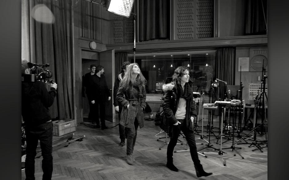 Das erste Betreten des Studios wird bei AUFNAHMEZUSTAND immer mit der Kamera festgehalten. Die staunenden Blicke der Musiker