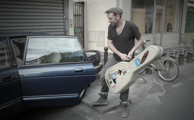 Fink und seine Gitarre