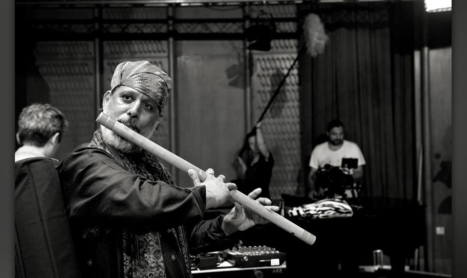 Die jüngeren Mitglieder der Rajasthan Roots nennen ihn liebevoll 'Baba' (auf deutsch 'Vater' oder 'Grossvater').