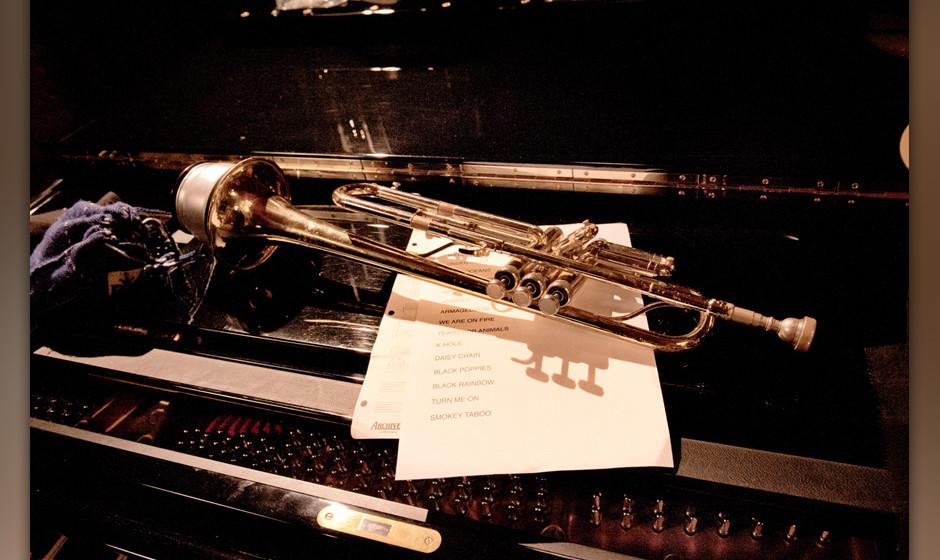 Trompete mit Dämpfer. Das kündigt jazzige Klänge an.