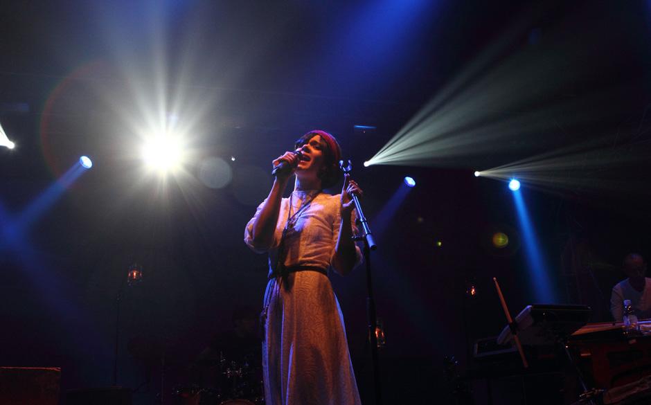 Natasha Kahn a.k.a. Bat For Lashes vollführte einen der beeindruckensten Auftritt des Abends und machte am Ende unseren Onli