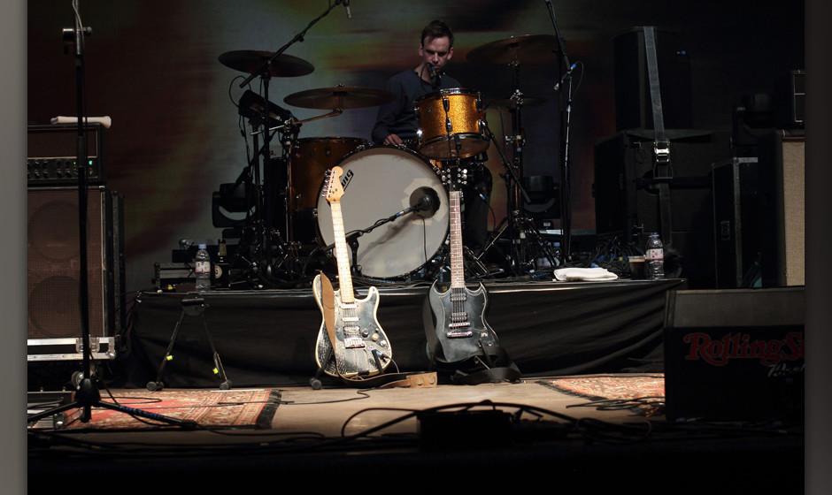 Die Gitarren von Kettcar stehen hier noch ganz verlassen herum.