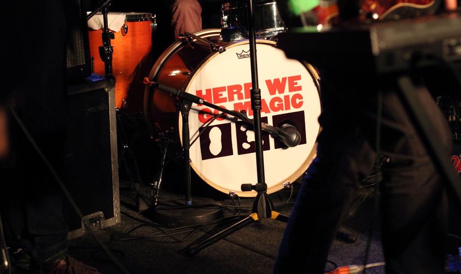 Here We Go Magic machen auf sich über die Bass-Drum aufmerksam.