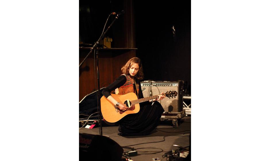 Dumm nur, dass oben drüber auf der Galeria auch eine Band spielte, die man bei Hannah Cohens Auftritt im Witthüs sehr deutl