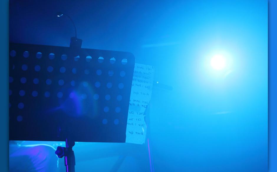 Die Beleuchtung wechselte dann in kühles, vernebeltes Blau.