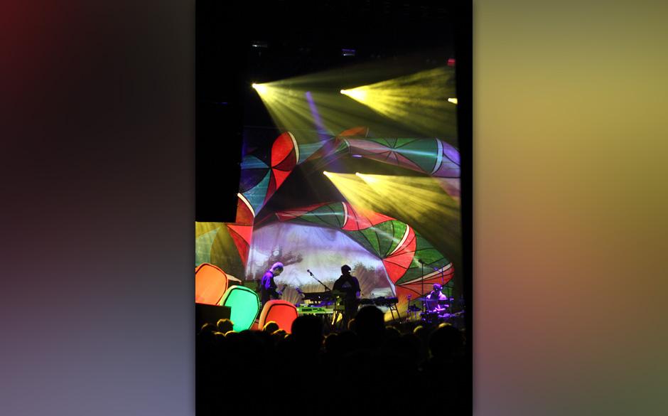 Im Publikum war man geteilter Meinung: Entweder man fand das Set und den Sound der Band überladen oder man war beeindruckt b