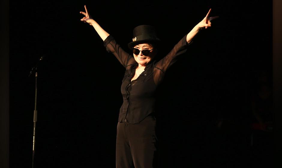 Yoko Ono Plastic Ono Bandfeat. Sean Ono,  Volksuehne BerlinVotos - Roland OwsnitzkiTel.: 01772152589Berliner Sparkasse,