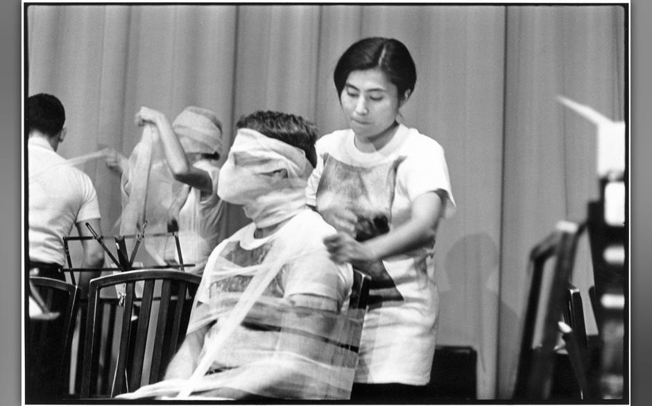 Yoko Ono, ©Peter.Moore.9.25.65.D1.Ono