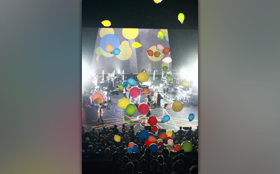 Sufjan Stevens / 2011: Eines der schönste Konzerte ever. Zur Zugabe fielen hunderte bunte große Ballons von der Decke herab