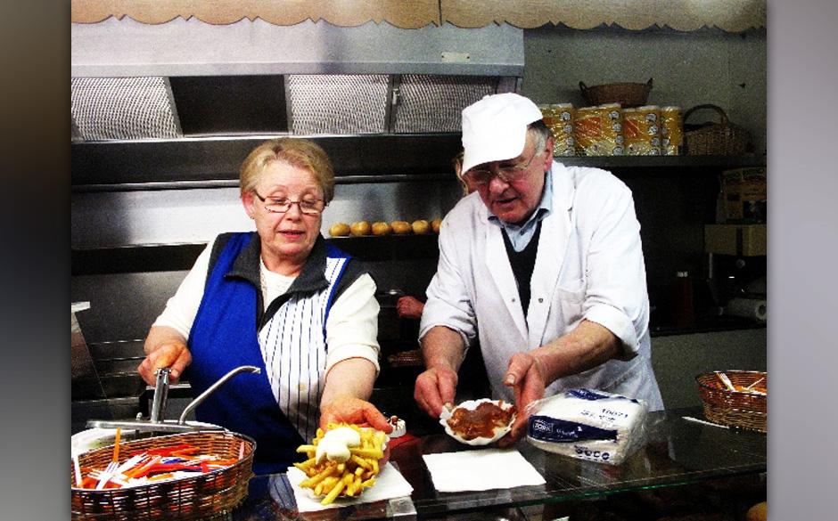 """Pommes Horst und Gisela 2010: 'Imbissexpress"""" heißt der mobile Pommeswagen, mit dem Horst und seine Ehefrau Gisela seit ü"""