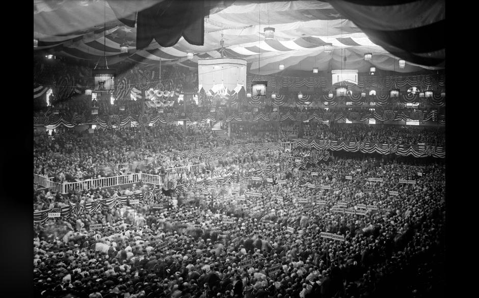 La foule a la Democratic National Convention (convention nationale democrate) aka 'the Klanbake', au Madison Square Garden a