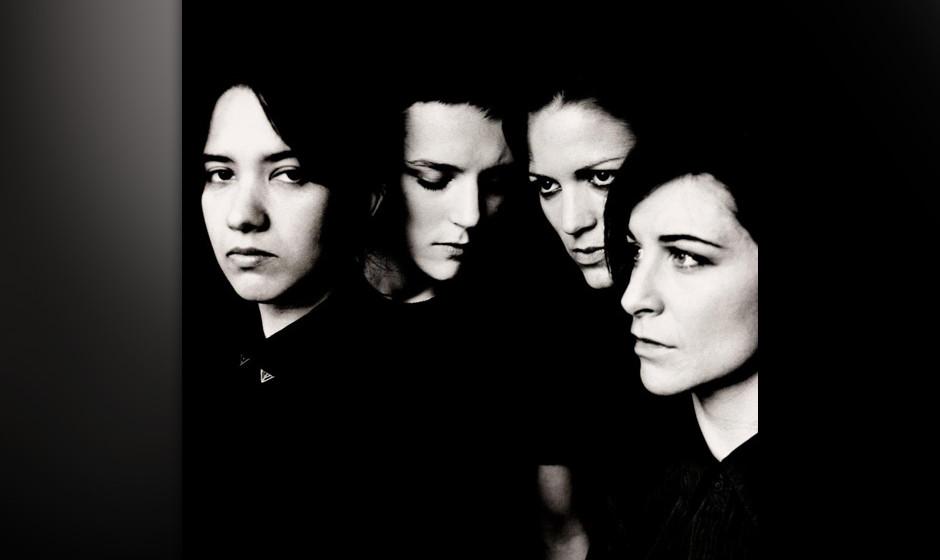 Savages - 'Silence Yourself'. Ernstes Debütalbum mit Anklängen an Patti Smith und Sonic Youth.