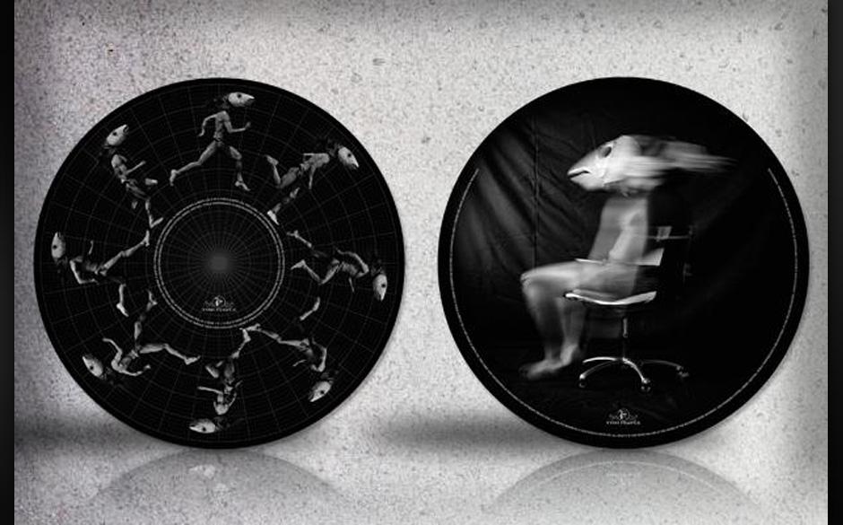 'Running Up That Hill' von Kate Bush im 2012er Remix. Auf der Rückseite: 'Walk Straight Down The Middle'