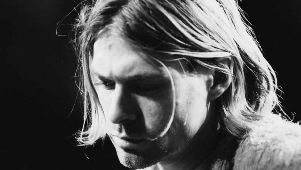 45. Kurt Cobain. Kurt Cobains Raspelstimme schwappte im Jahre 1991 aus dem Rock-Untergrund direkt in die Charts – und über