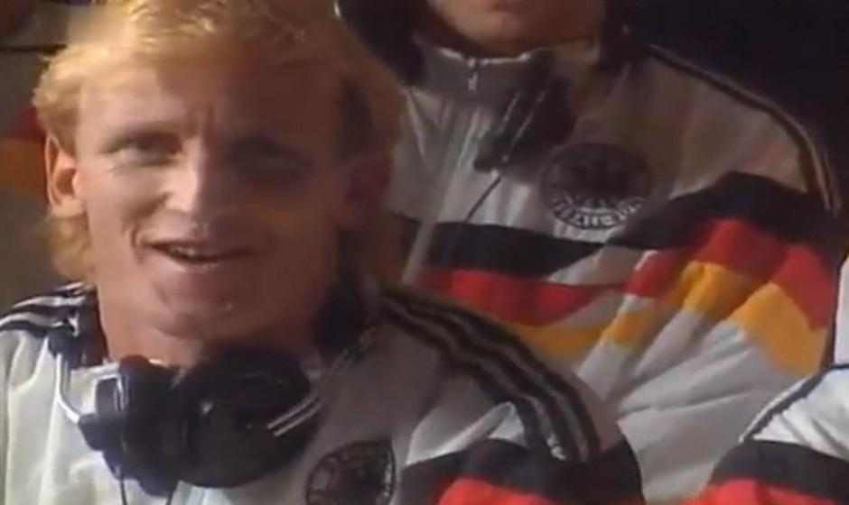 """Udo Jürgens & die Fußballnationalmannschaft 1990 - 'Wir sind schon auf dem Brenner'. """"Spiele am Strand/ schöne Mädchen"""