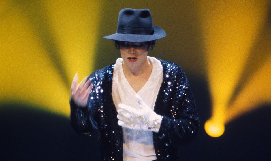 Der berühmte weiße Glitzerhandschuh von Michael Jackson wurde versteigert