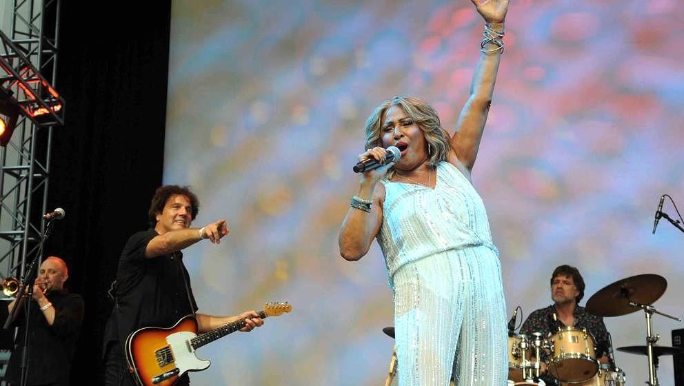 NEW YORK, NY - JULY 23:  Musician Mark Ribler and singer Darlene Love perform at Darlene Love 's 75th Birthday Celebration &a