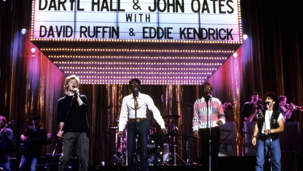UNITED STATES - JANUARY 01:  Photo of Eddie KENDRICKS and HALL & OATES and David RUFFIN and John OATES; L-R: Daryl Hall,