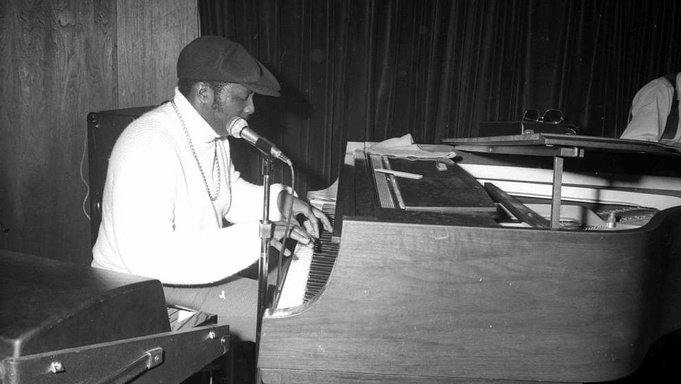 UNSPECIFIED - APRIL 20:  Photo of Donny Hathaway.  (Photo by Michael Ochs Archives/Getty Images)