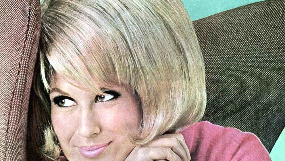 UNSPECIFIED - JANUARY 01:  (AUSTRALIA OUT) Photo of Dusty SPRINGFIELD; posed, studio c.mid 1960s  (Photo by GAB Archive/Redfe
