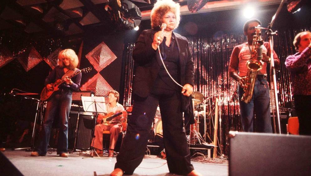 Etta James performs on stage at Montreux Jazz Festival, 1977. (Photo by Michael Putland/Getty Images)