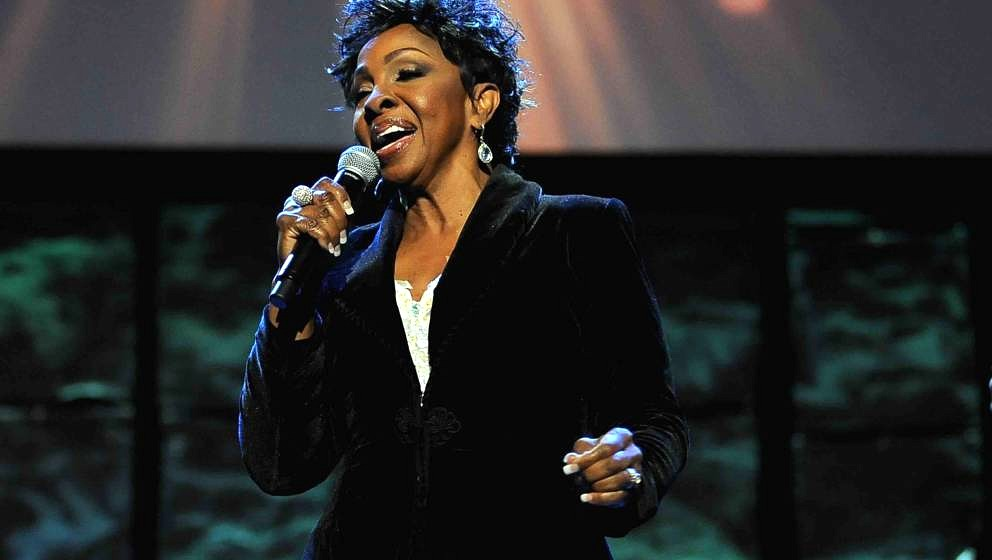 TEMPE, AZ - JANUARY 30:  Singer Gladys Knight performs at the 16th Annual Super Bowl Gospel Celebration at ASU Gammage on Jan