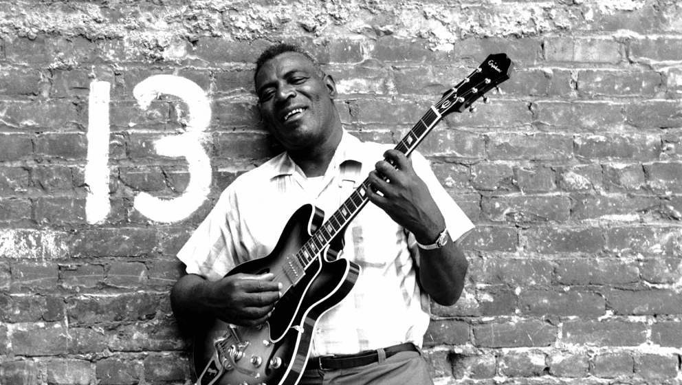 SAN FRANCISCO - JULY 1968: Blues musician Howlin' Wolf poses for a portrait session holding an Epiphone hollowbody electric g