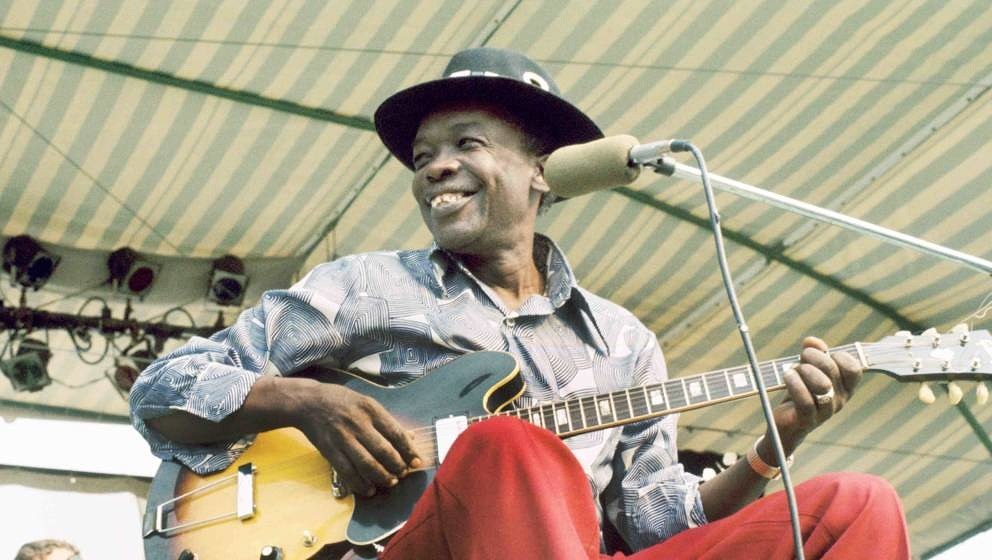 WINDSOR, ONTARIO - SEPTEMBER 8:  Blues Artist John Lee Hooker performs at the Griffin Hollow Ampitheatre during the Ann Arbor