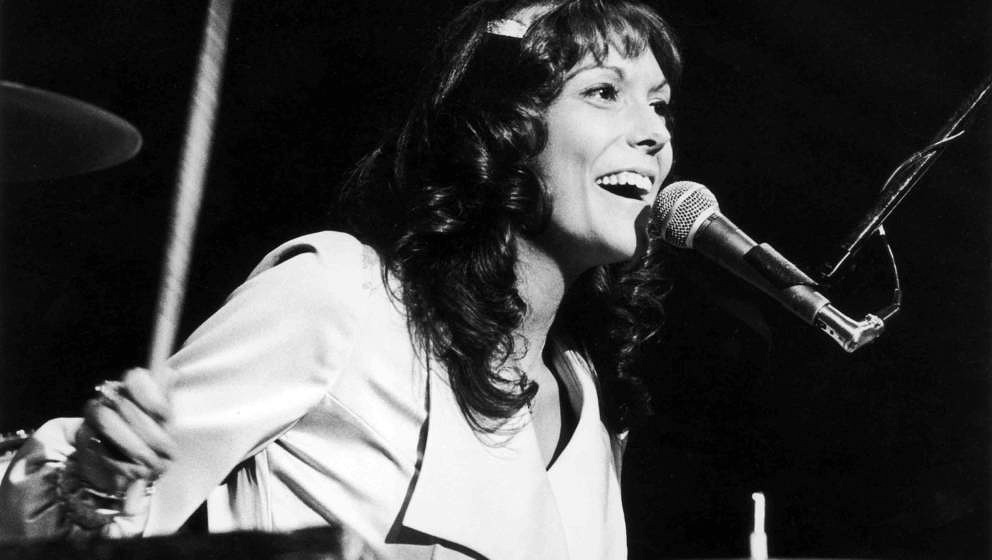 circa 1975:  American singer and musician Karen Carpenter (1950 - 1983) of the soft rock duo The Carpenters, plays the drums