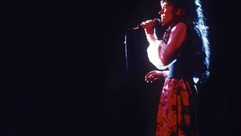 UNSPECIFIED - JANUARY 01:  Photo of Karen CARPENTER and CARPENTERS; Karen Carpenter performing on stage  (Photo by RB/Redfern