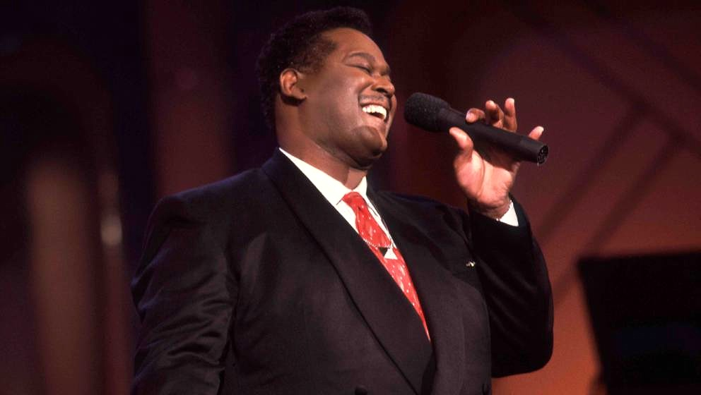 American musician Luther Vandross (1951 - 2005) performs on the 'Oprah Winfrey Show,' Chicago, Illinois, June 24, 1991. (Phot