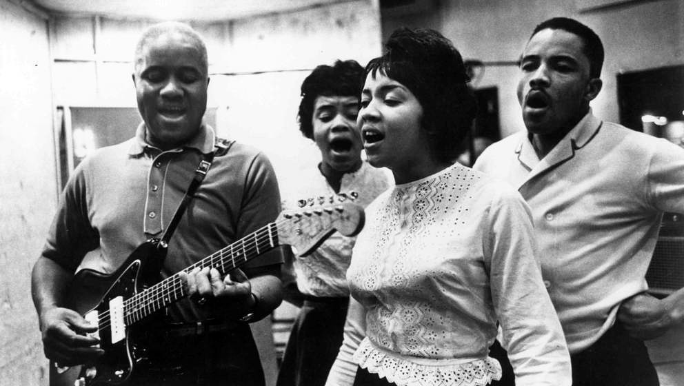 UNSPECIFIED - CIRCA 1970:  Photo of Staple Singers  Photo by Michael Ochs Archives/Getty Images