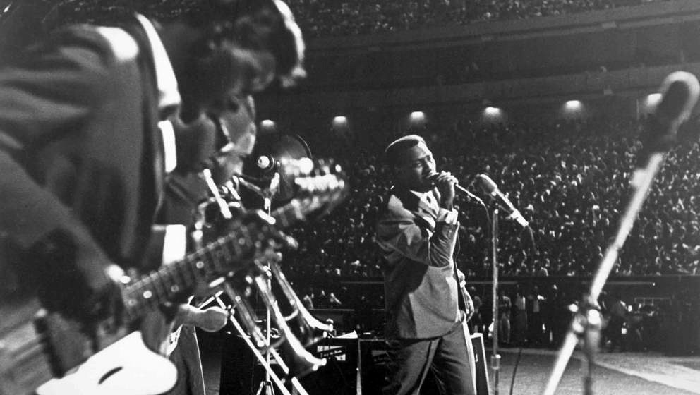1967: Soul singer Otis Redding performs onstage in 1967. (Photo by Michael Ochs Archives/Getty Images)