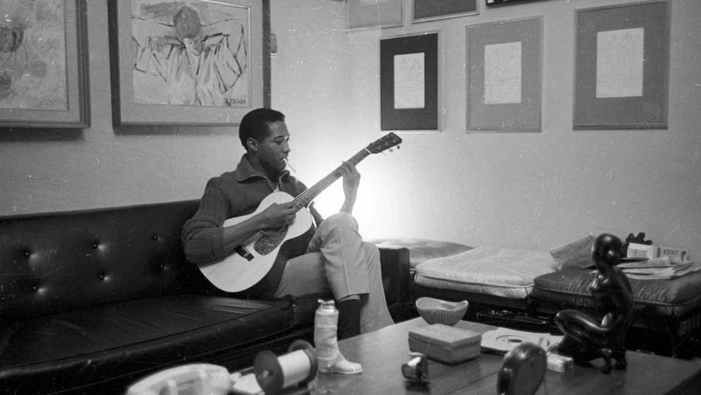 Sam Cooke plays guitar on November 30, 1960 in Los Angeles, California. (Photo by Jess Rand/Michael Ochs Archives/Getty Image