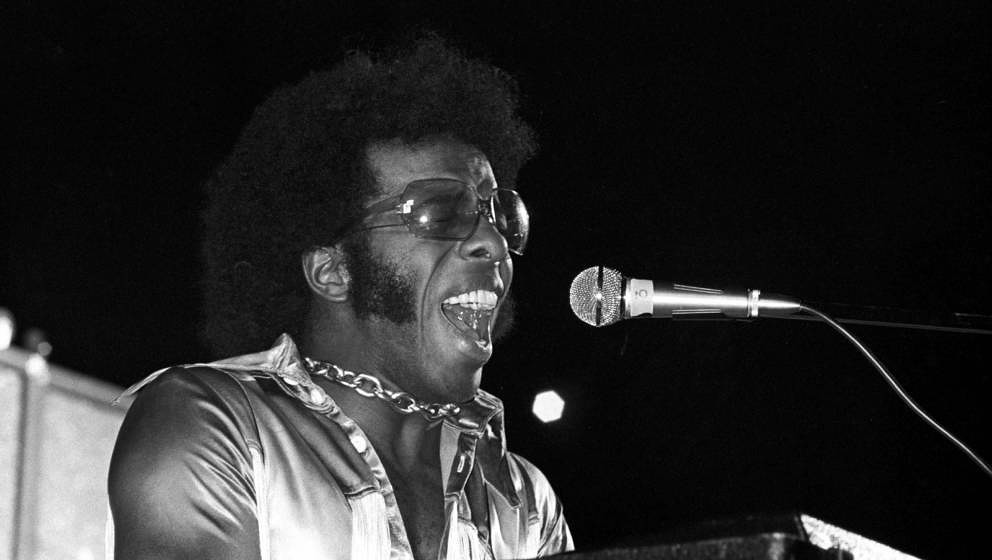 Sly Stone performs at Harvard Stadium, Brighton, Boston, Massachusetts, 1972. (Photo by Spencer Grant/Getty Images)