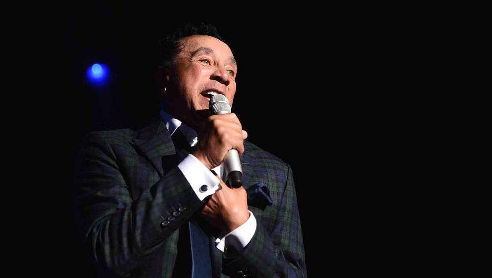 NEW YORK, NY - SEPTEMBER 29:  Singer-songwriter Smokey Robinson preforms onstage at the 29th Annual Great Sports Legends Dinn