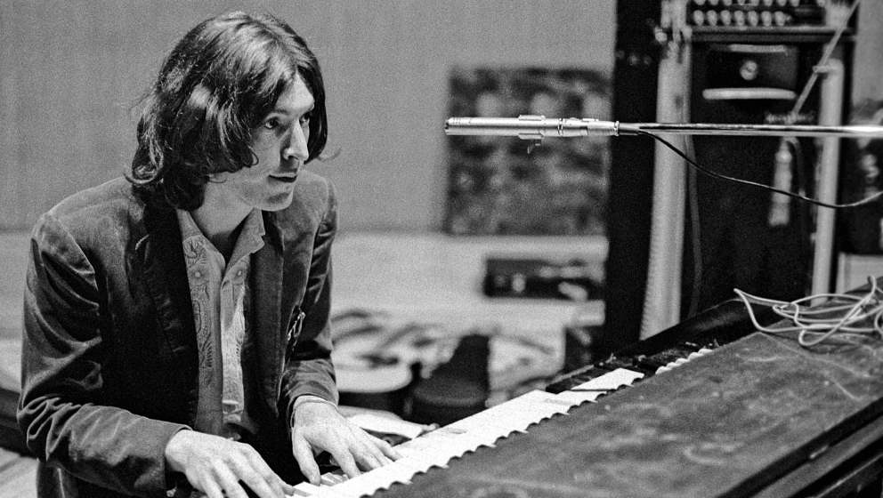 LONDON - JUNE 1971: Steve Winwood of Traffic rehearsing at The Fairfield Hall, Croydon, South London in preparation for a rec