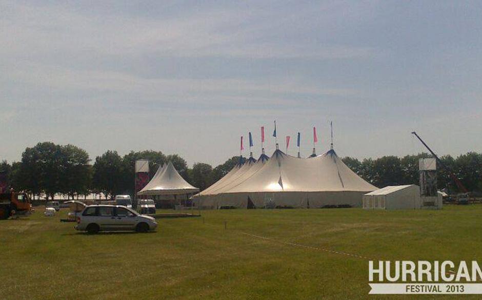 Das Zelt steht!