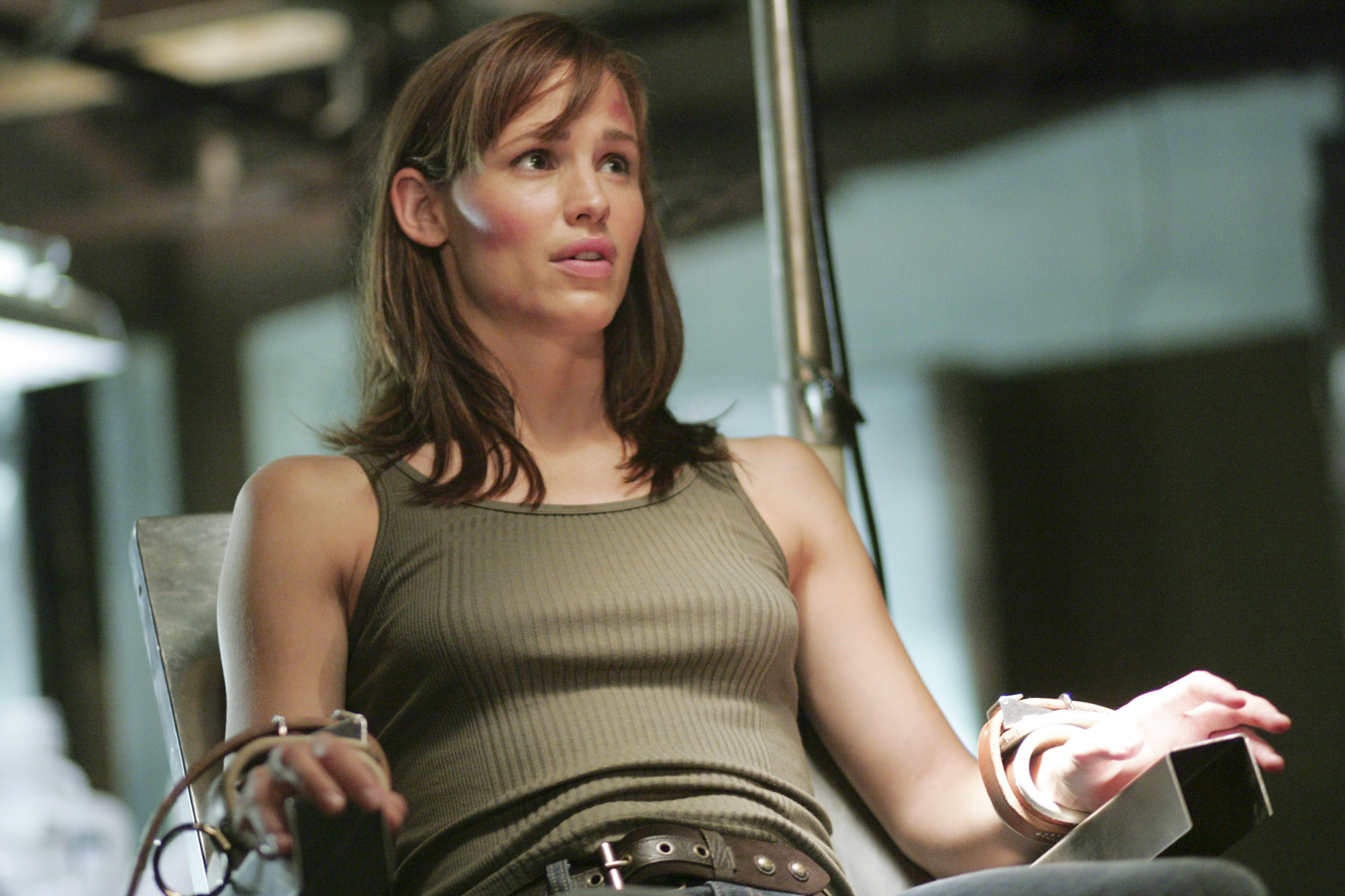 "ALIAS [US TV SERIES 2001 - 2006]   Season 4: Episode 1 ""Authorized Personnel Only""  JENNIFER GARNER ALIAS [US TV SE"