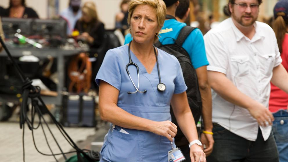 65.Nurse Jackie -Jackie Peyton (Edie Falco)  Wie wahnsinnig muss man sein, um in einer New Yorker Notaufnahme zu arbeiten und