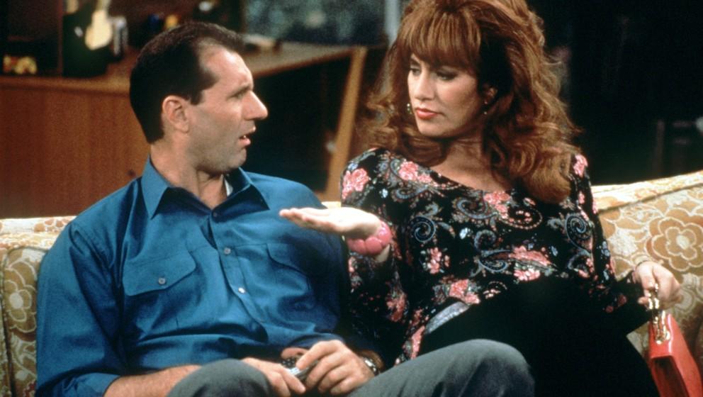 Szene mit Ed O'Neill als Al Bundy und Katey Sagal als seine Frau Peggy Bundy. Aufnahme von 1993.