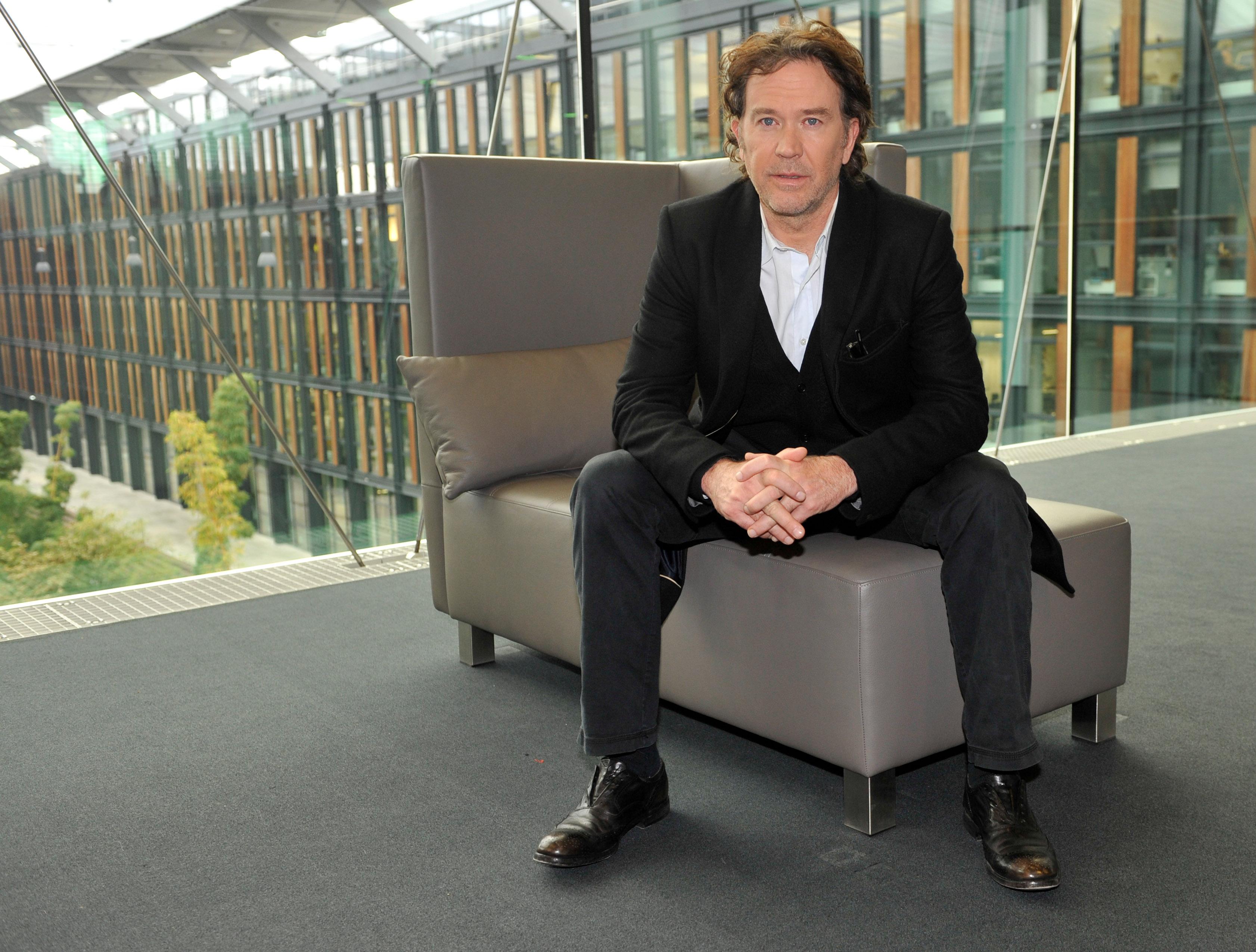 Der US-Schauspieler Timothy Hutton stellt am Donnerstag (10.11.2011) in Köln die Fernsehserie 'Leverage' vor. In der Serie,